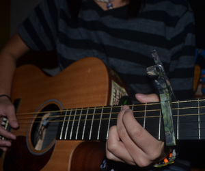 guitar and capo image