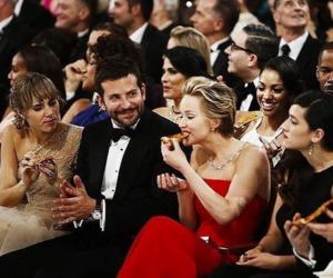 Jennifer Lawrence, pizza, and oscar image