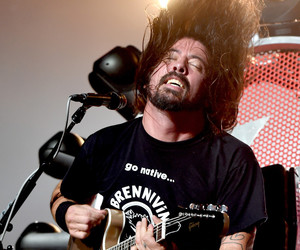 concert, dave grohl, and foo fighters image