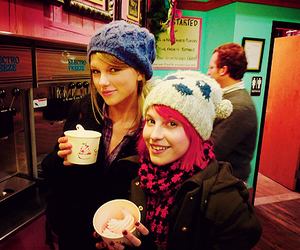 Taylor Swift, hayley williams, and paramore image