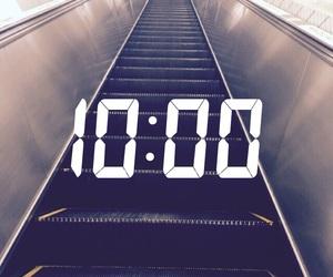 escalator and snapchat image