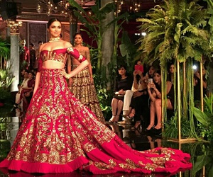 bollywood, dress, and gold image