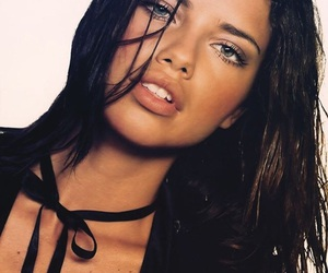 Adriana Lima, highlighter, and idol image