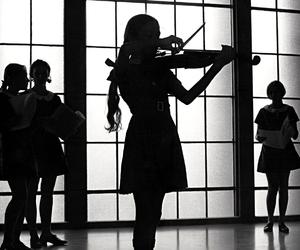 girl and violin image