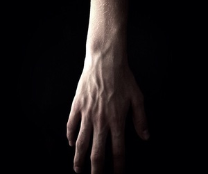 hand, pastel, and piel image