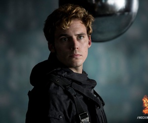 the hunger games, district 4, and finnick odair image