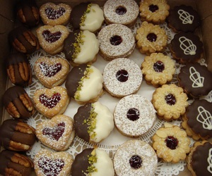 chocolate, dessert, and Cookies image