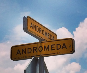 andromeda, calle, and cielo image