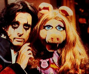 Miss Piggy and alice cooper image