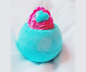 cocooning and bathbombs image