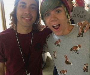 pierce the veil, vic fuentes, and damon fizzy image