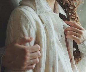 hands and laura makabresku image