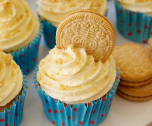 food, cupcake, and oreo image