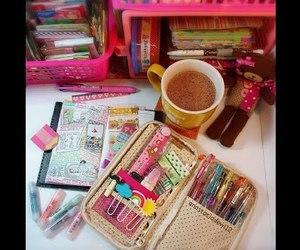 roz, ciocolata calda, and pixuri image