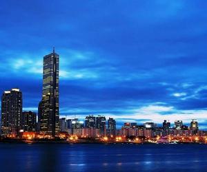 city and night image