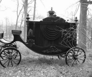 carriage and dark image