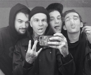 the neighbourhood, jesse rutherford, and the 1975 image