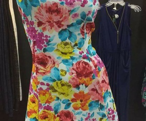 dress, outfit, and flores image
