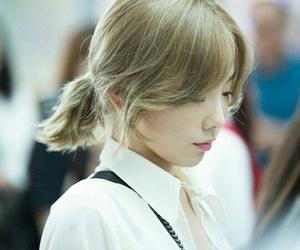 airport, taeyeon, and fashion image