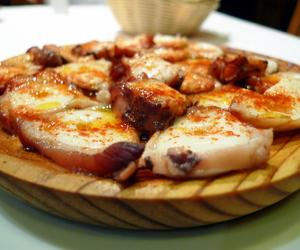 spain food, comida rica, and pulpo a la gallega image