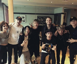 5sos, one ok rock, and hey violet image