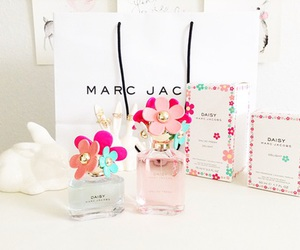 marc jacobs, perfume, and daisy image