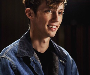 troye sivan, smile, and troye image