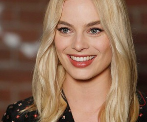 margot robbie and harley quinn image