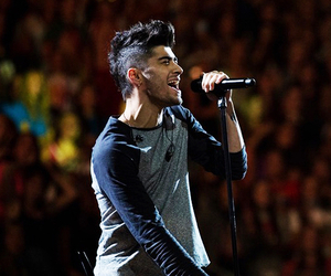 zayn malik, one direction, and concert image