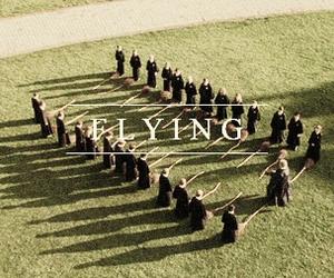 harry potter, hogwarts, and Flying image