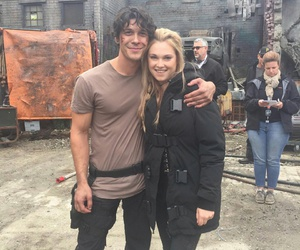 the 100, bob morley, and eliza taylor image