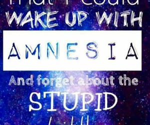 music, amnesia, and luke hemmings image