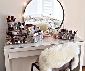 makeup and room image