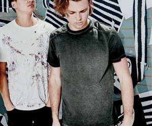 5 seconds of summer, calum hood, and 5sos image