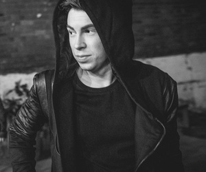 hardwell and dj image