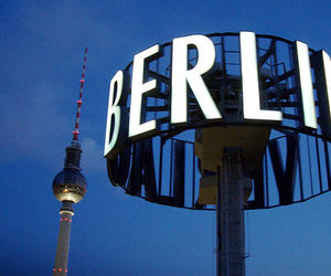 berlin and night image