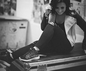 artsy, black and white, and lovatic image