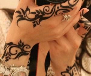 girl and henna image
