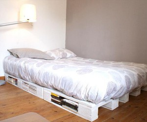 pallet bed ideas, pallet bed plans, and diy pallet bed image