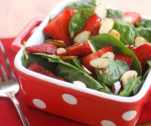 strawberry, salad, and spinach image