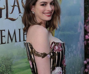 alice, beautiful, and Anne Hathaway image