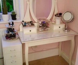 desk, girly, and makeup image