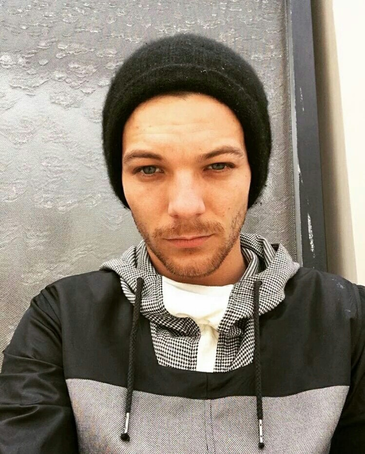 selfie and louis tomlinson image