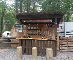 pallet bar, pallet patio bar, and pallet bar ideas image