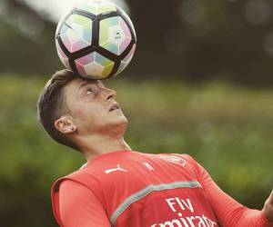 football, mesut Özil, and instagram image
