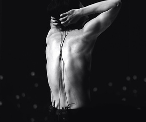 body, yixing, and concert image