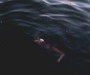 sea, drowning, and grunge image