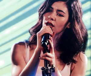 background, marina and the diamonds, and singer image