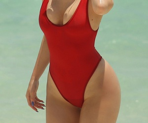 kylie jenner, beach, and body image