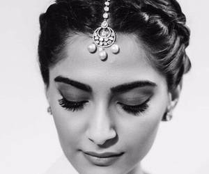 sonam kapoor, bollywood, and fashion image